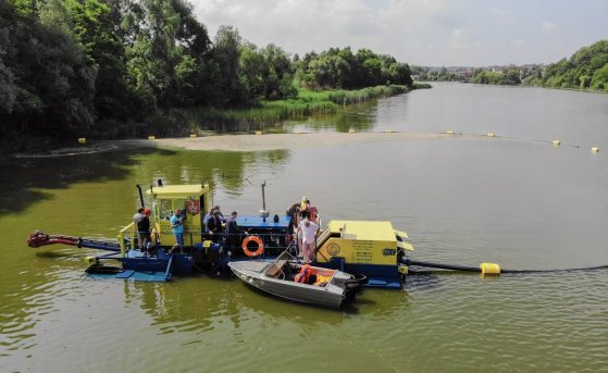 Vinnytsa launched a dredger to clean the water intake near regional water supply channel
